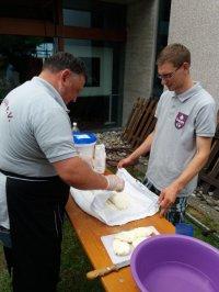 Markus & Thomas beim Teigen