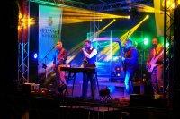 Samstagabendprogramm mit der Ostrockband B 1000