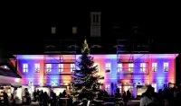 Weihnachtsstimmung am Abend bei der Schlossweihnacht Graupa